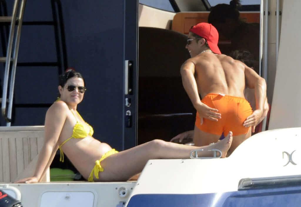Sexy Cristiano Ronaldo with His Girlfriend